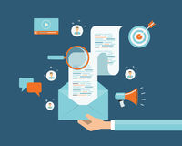 Connexion de contenu de vente d'email d'affaires sur le fond de personnes Communication sociale de réseau Images stock