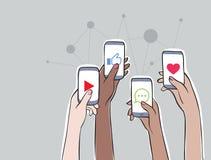 Connexion de femmes - tendre des sujets sur le media social Images stock