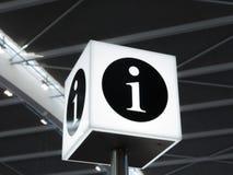 Connexion de l'information un aéroport Photographie stock libre de droits