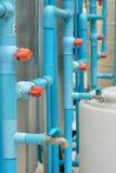 Connexion de pipe de PVC avec la soupape photo libre de droits