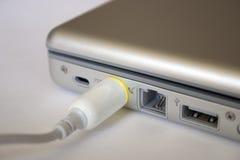 Connexion de pouvoir d'ordinateur portatif Photos stock