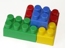 Connexion des cubes des enfants photo libre de droits