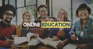 Connexion en ligne Conce de communication de sagesse de la connaissance d'éducation Image libre de droits