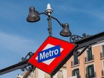 Connexion Madrid - entrée de métro de souterrain Photos libres de droits