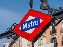Connexion Madrid - entrée de métro de souterrain Photo libre de droits