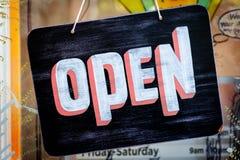 Connexion ouvert peint en bois un vitrail Image libre de droits