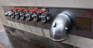 Connexions affleurantes six-partite d'essai de pompe ? incendie photo stock