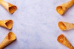 Cono de helado de la galleta en un fondo ligero Imágenes de archivo libres de regalías