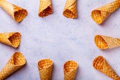 Cono de helado de la galleta en un fondo ligero Imagen de archivo