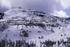 Cono de la cumbre de la montaña Imagen de archivo