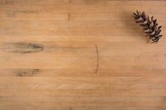 Cono del pino en bloque de carnicero Imágenes de archivo libres de regalías