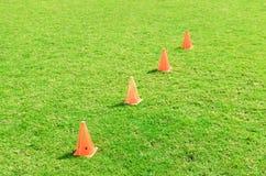 Cono di calcio che sta sull'erba. Fotografia Stock Libera da Diritti