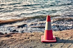 Cono di sicurezza sulla spiaggia Fotografia Stock
