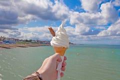 Cono gelato dalla spiaggia Fotografie Stock Libere da Diritti