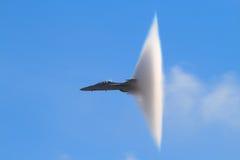 Cono supersónico del vapor (avispón estupendo F-18) foto de archivo libre de regalías