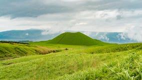 Cono volcánico de Komezuka en el Mt Área de Aso en Japón Foto de archivo libre de regalías