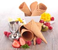 Cono y frutas del helado Fotos de archivo libres de regalías