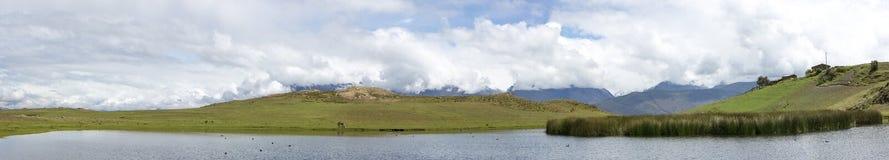 Conococha jezioro z wodnymi odbiciami, Huaraz w Peru Zdjęcia Royalty Free