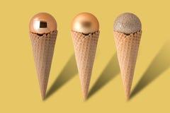Conos de helado con las bolas de la Navidad Fotos de archivo