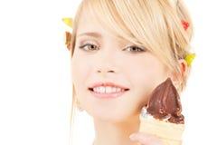 Conos de helado de la fresa, del chocolate, de la vainilla y del pistacho sobre el fondo blanco Foto de archivo