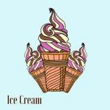 Conos de helado de la fresa, del chocolate, de la vainilla y del pistacho sobre el fondo blanco Fotos de archivo libres de regalías