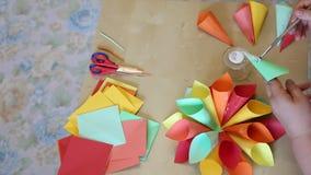 Conos de la flor del papel coloreado metrajes