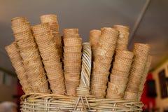 Conos de la galleta en una tienda de helado Fotografía de archivo