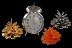 Conos y relojes coloreados imagen de archivo