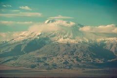 Conquista del picco, concetto di risultato Paesaggio scenico impressionante della montagna Il grande Ararat, Turchia Punto di vis fotografia stock