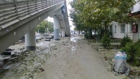Conséquences du déluge le plus fort dans la ville de Novorossiysk Émeute des éléments Dépôts de boue sur les rues Image libre de droits
