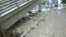 Conséquences du déluge le plus fort dans la ville de Novorossiysk Émeute des éléments Dépôts de boue sur les rues Image stock