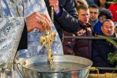 Consacrazione dell'acqua durante l'epifania di celebrazione in Uzh Immagine Stock