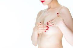 Consapevolezza del cancro al seno, giovane seno femminile dell'esame per il canc dei segni fotografie stock
