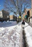 Consecuencias de la calle de una ventisca del invierno Imagen de archivo libre de regalías