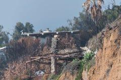 Consecuencias del fuego de Woolsey en el EL Matador State Beach en Malibu fotos de archivo libres de regalías