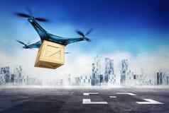 Consegna del fuco della scatola di legno con le merci sull'obiettivo dell'aeroporto Immagini Stock