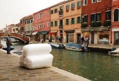 Consegna del pacchetto in Murano Fotografia Stock Libera da Diritti
