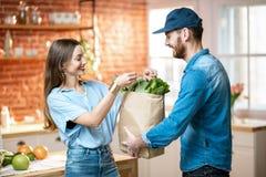 Consegna a domicilio di alimento fresco fotografia stock libera da diritti