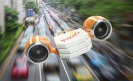 Consegna veloce di pizza attraverso un ingorgo stradale Immagine Stock Libera da Diritti