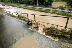 Conseguenze dell'inondazione con la strada nociva immagini stock libere da diritti