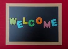 Conseil avec le cadre noir, accueil des textes dans les lettres colorées, fond rouge de mur photos libres de droits