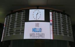 Conseil d'arrivée à l'intérieur de du terminal 4 de ligne aérienne de delta à l'aéroport international de JFK à New York Photographie stock
