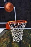 Conseil de basket-ball et boule de basket-ball Image libre de droits