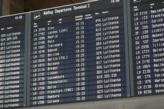 Conseil de départ à l'aéroport de Munich Image stock