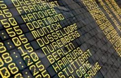 Conseil de départ d'aéroport avec les destinations allemandes Photo libre de droits