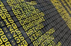 Conseil de départ d'aéroport avec les destinations chinoises Images stock