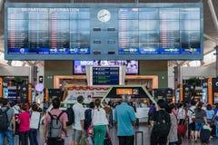 Conseil de départ dans l'aéroport international de kilolitre Départ Hall Mala Images libres de droits