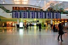 Conseil de départ de vols à l'aéroport de Munich Photographie stock libre de droits