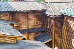 conseil de Deux-couche dans une vieille méthode russe de course-le de toiture Photo libre de droits