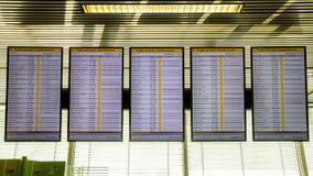 Conseil de l'information d'aéroport à l'aéroport d'Amsterdam-Schiphol Photographie stock